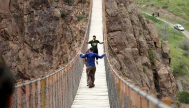 pir taghi 2 384x220 - اوج هیجان و استرس در پل معلق پیرتقی اردبیل