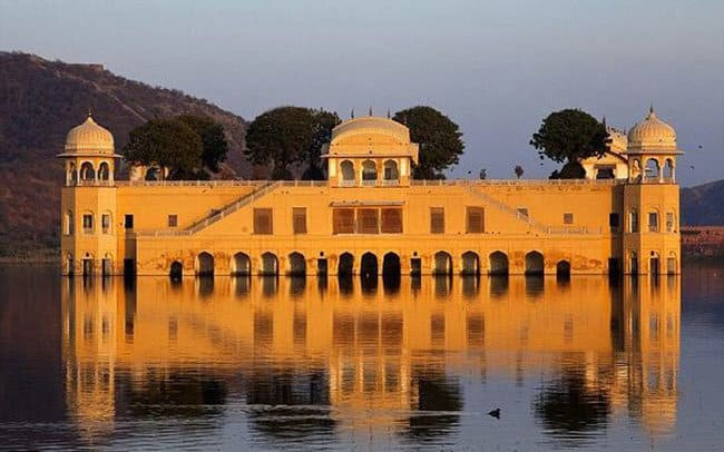 کاخ شناور جال محل - آشنایی با جاذبه های گردشگری کشور هندوستان