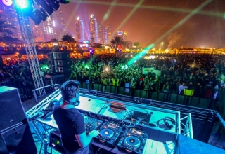 Barasti Beach club Dubai 4 320x220 - بهترین نایت کلاب های دبی کدام اند ؟