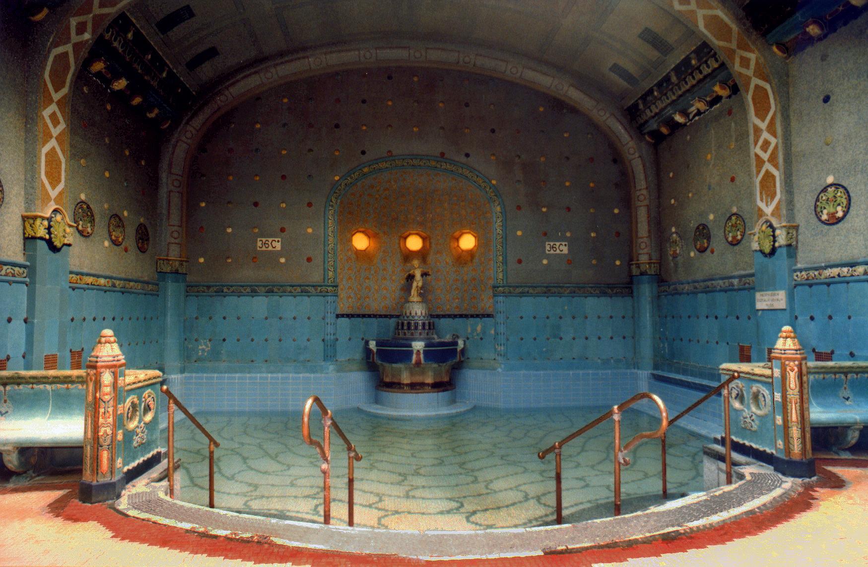 حمام و آبگرم معروف بوداپست