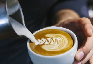 milk and coffee at cafothque puxan bc courtesy of la cafothque 1024x683 320x220 - بهترین کافه های پنهان و ناشناخته پاریس را بشناسید | Paris