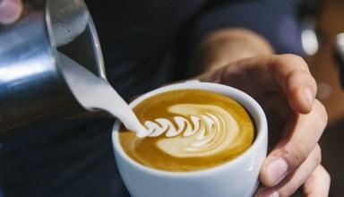 milk and coffee at cafothque puxan bc courtesy of la cafothque 1024x683 384x220 - بهترین کافه های پنهان و ناشناخته پاریس را بشناسید | Paris