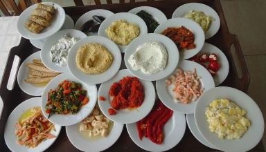 meze lido restaurant adalar 1024x602 384x220 - 10 غذایی که باید حتما در ازمیر ترکیه امتحان کنید | Izmir