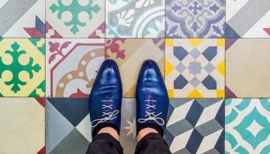 barcelonafloors carrerdecorserga generatorhostel 37 650x650 384x220 - به پایین نگاه کنید ! به زیبایی کفپوش های خیره کننده بارسلونا | Barcelona