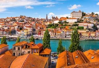 esb professional shutterstock 365359853 320x220 - چگونه 48 ساعت را در پورتو سپری کنیم ؟ | Porto