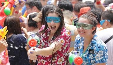 IMG 0497 384x220 - آشنایی با فستیوال آب تایلند | Thailand