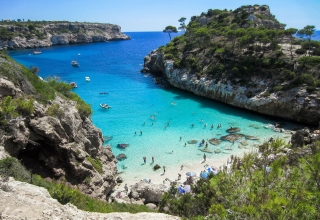 beach 2100369 1920 1 320x220 - این کشور دارای بهترین سواحل در جهان است | Spain