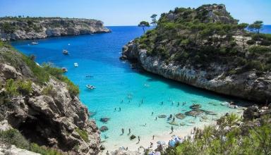 beach 2100369 1920 1 384x220 - این کشور دارای بهترین سواحل در جهان است | Spain