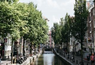 jctp0093 hilton amsterdam netherlands hofstra 12 1 320x220 - گذراندن یک روز فوق العاده در آمستردام   Amsterdam