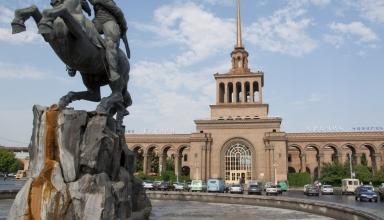 yerevan train station nina stossinger flickr 384x220 - چگونه از تفلیس به ایروان سفر کنیم ؟