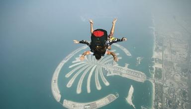 skydiving over palm jumeirah 1 384x220 - 7 تجربه منحصر به فرد که شما فقط در دبی می توانید داشته باشید | Dubai