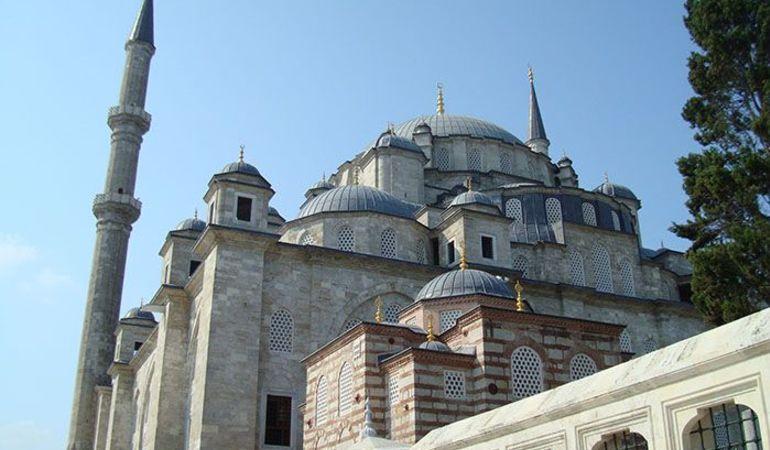 medium fatih mosque2 - محله فاتح استانبول