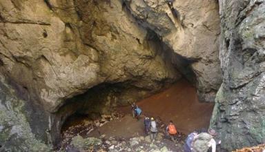غار آویشو گیلان