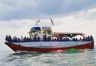 قایق سواری در ساحل بابلسر و نور