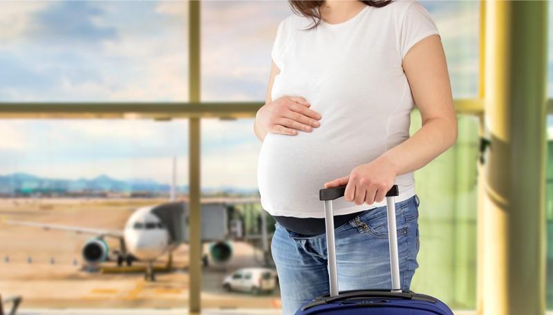 چند توصیه برای مادران بارداری که قصد سفر با هواپیما دارند